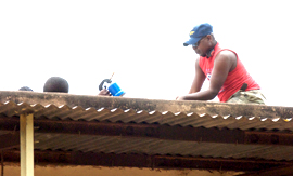 Roof worker in Dogo